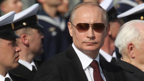 Путин: Русија ће наставити да јача оружане снаге