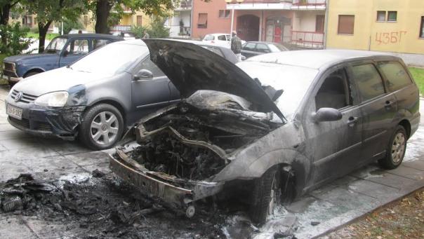 Zapaljen automobil u naselju Tini