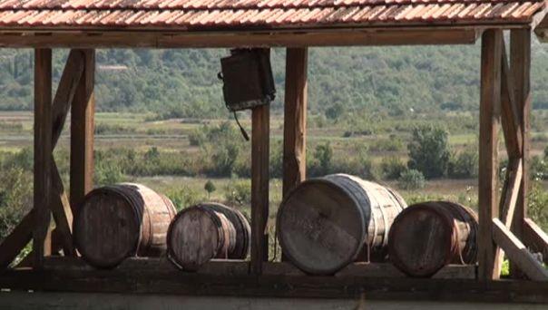 Vlada Srpske gasi male vinarije?