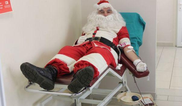 Djed Mraz darovao krv (Foto)