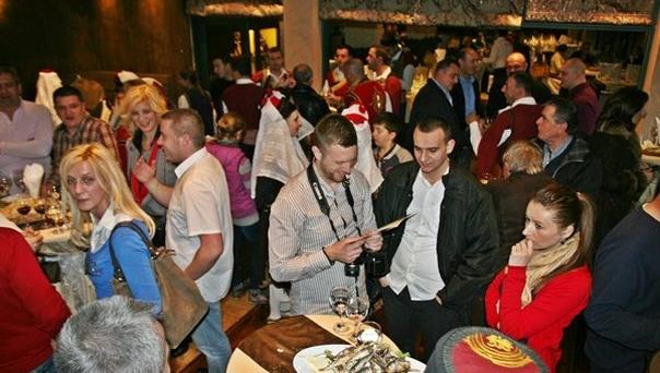 Trebinjci na Prazniku mimoze - veče u čast vina i folklora