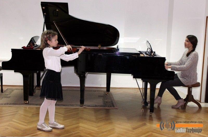 Muzička čestitka za mame i bake (FOTO)