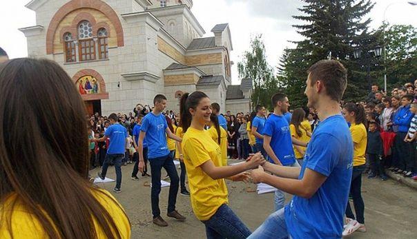 Maturski ples Kadril: Gatački maturanti zaplesali sa Evropom!