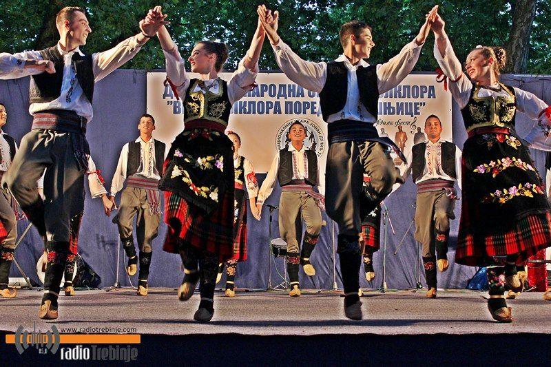 Vikend u znaku folklora: 800 izvođača u nadmetanju za Dučićeve statue (FOTO)