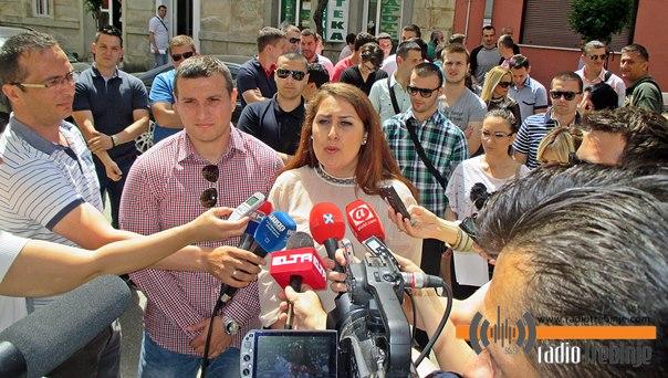 Mladi SNSD-a gradonačelnika učili himnu, Vučurević: Pljačka i kriminal su njihova himna