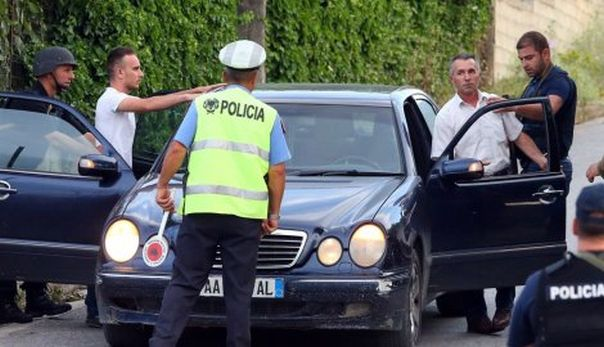 632245_albanian-police-forces-operate-at-the-village-of-lazarat6-ap_f