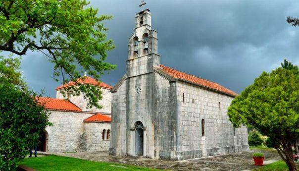 Петропавлов манастир сутра прославља славу