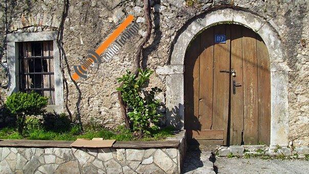 Како је једна трошна капија у Старом граду постала мит