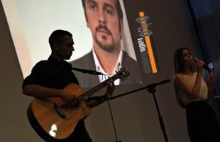 Omaž legendama: Školarci izveli program posvećen Nikoliću u Madžgalju (FOTO)