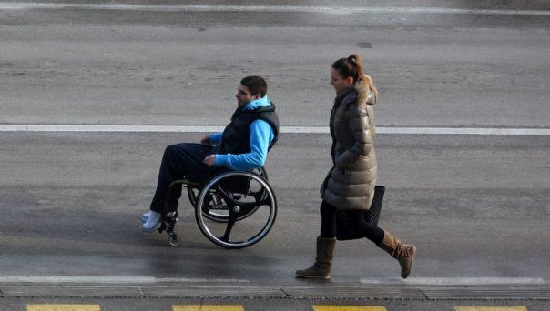 1464767629osoba_s_invaliditetom_invalidska_kolica