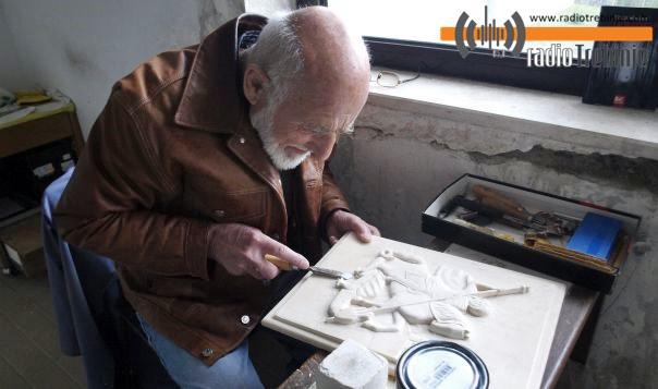 Љубо Глоговац, самоуки умјетник из Дома пензионера: Најдражи му портрети у дрвету