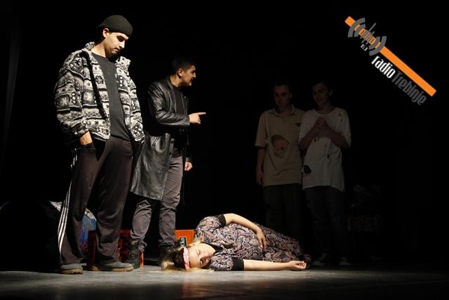 Дјеца на беспућу транзиције у изведби македонског ансамбла (ФОТО)