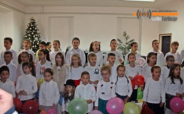 Најмлађи ученици Музичке школе приредили концерт у част Никољдана