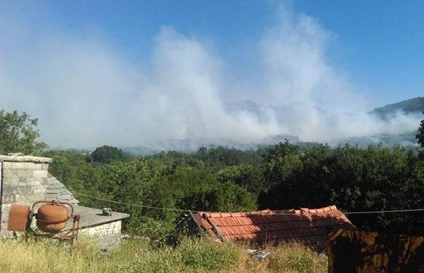 Ватра изнад Требиња се распламсала: Хеликоптер оружаних снага БиХ вечерас у акцији