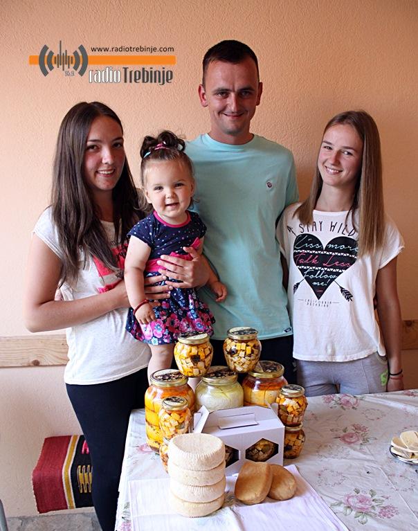 Са породицом Пујо, произвођачима сира из уља: Требињски дукат, деликатес из Гомиљана