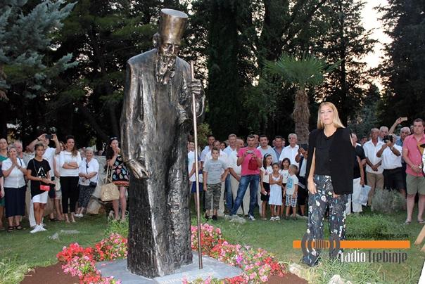 Освештан споменик патријарху Павлу