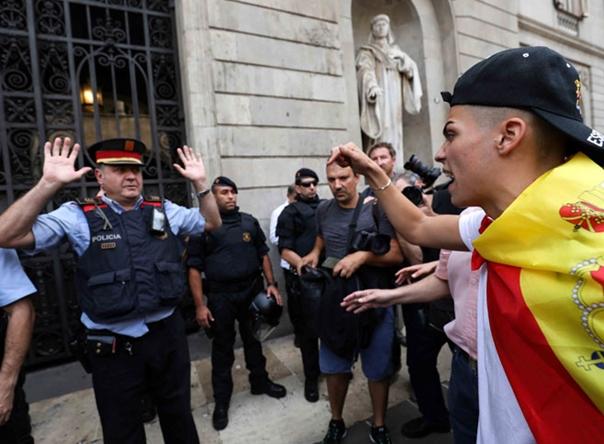 Каталонија пред сутрашњи референдум, полиција затворила већину гласачких мјеста