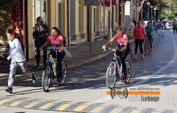 Дан без аутомобила: Одржана дјечија бициклијада и ролеријада