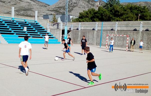 Спортом против дроге: Млади Црвеног крста организовали турнир за основце