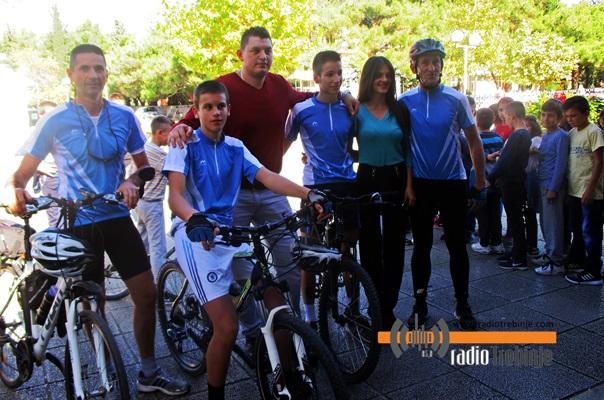 """Дружење ученика са бициклистима """"Леотара"""""""