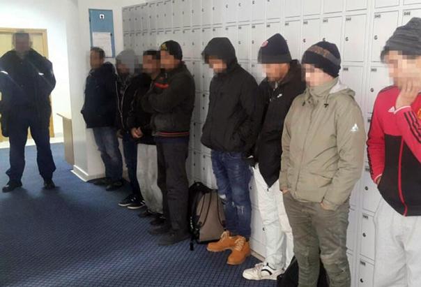 Откривено осам миграната на аутобуској станици у Билећи