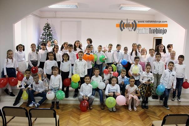 Никољдански концерт најмлађих ученика Музичке школе (ФОТО)