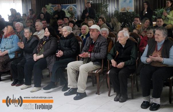 Дом пензионера Требиње: УЗ ОСМИЈЕХ НА ЛИЦУ И СУЗЕ РАДОСНИЦЕ УЖИВАЛИ У ЗАБАВНОМ ПРОГРАМУ