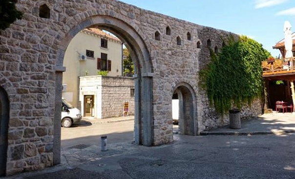 Мјере против паркирања у Старом граду: КО ИМА ПРАВО ДА УПРАВЉА КЛИПОМ