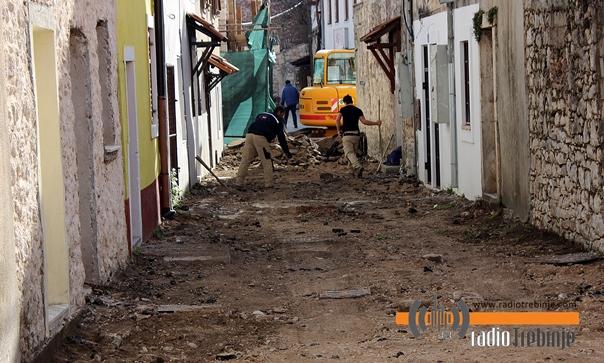 FOTO vijest: Zbogom asfalt, stiže kameni pločnik