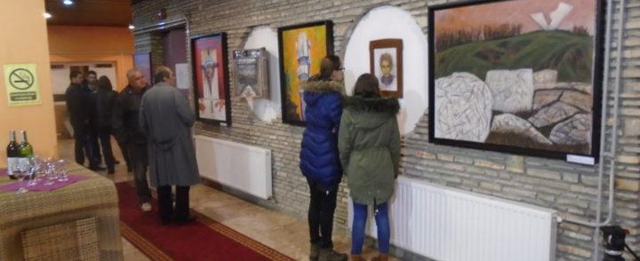 """Изложба слика """"Белези великих злочина"""" у Гацку"""