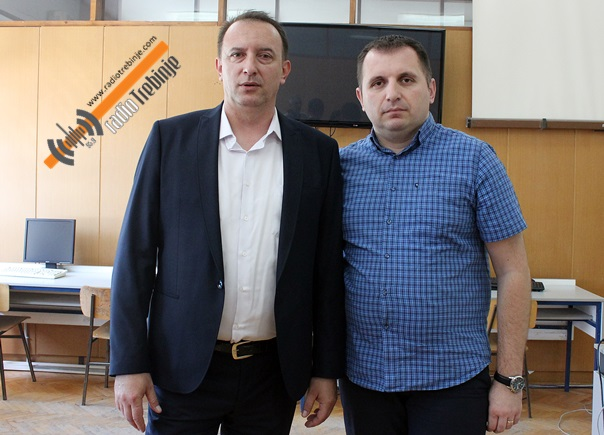 Sanel Ćatović donirao šest kompleta računarske opreme gimnazijalcima