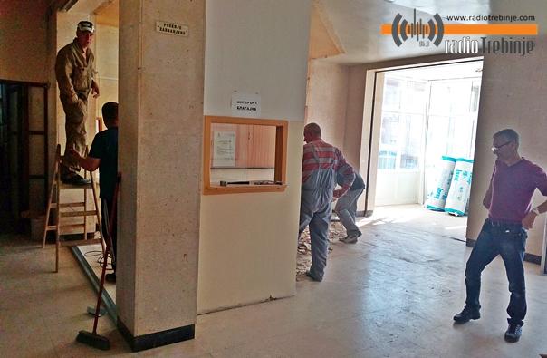 Убудуће мање гужве у Болници: Почела реконструкција шалтер сале
