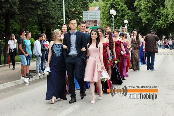 И матуранти Центра средњих школа прослављају матуру (ФОТО)