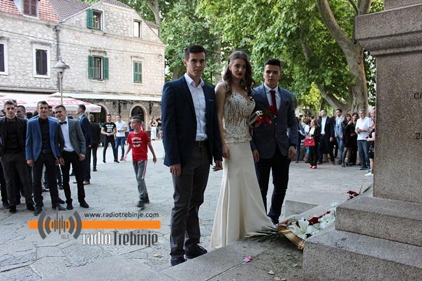Počele maturske svečanosti: Tehničari u svečanom defileu (FOTO)