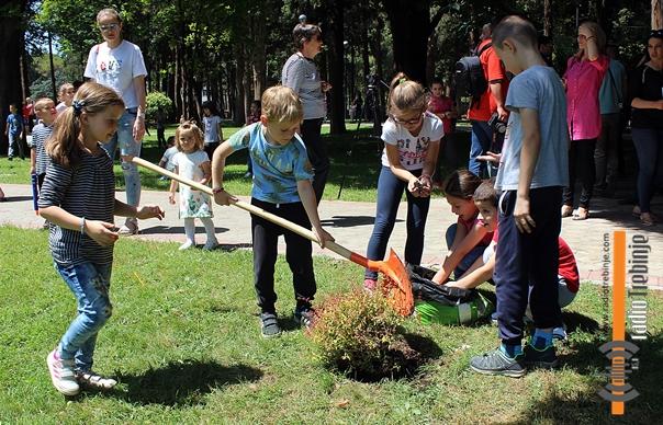Парку поклонили нове саднице