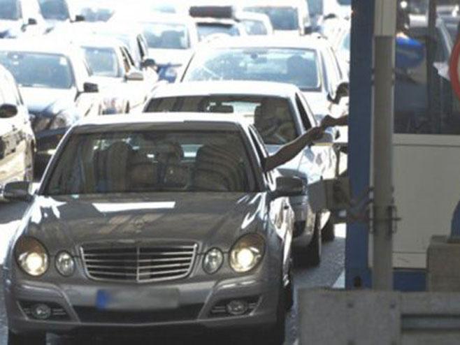 Pojačan saobraćaj na granici sa Hrvatskom i Crnom Gorom