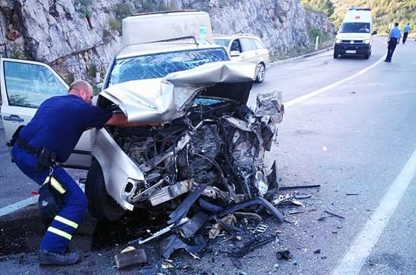 Zatvoren put prema Herceg Novom - četiri lica povrijeđena u saobraćajnoj nezgodi