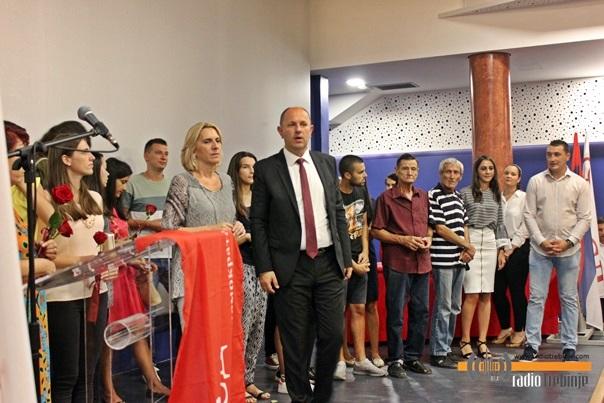 Podijeljeno 240 članskih knjižica za nove članove SNSD-a Trebinje