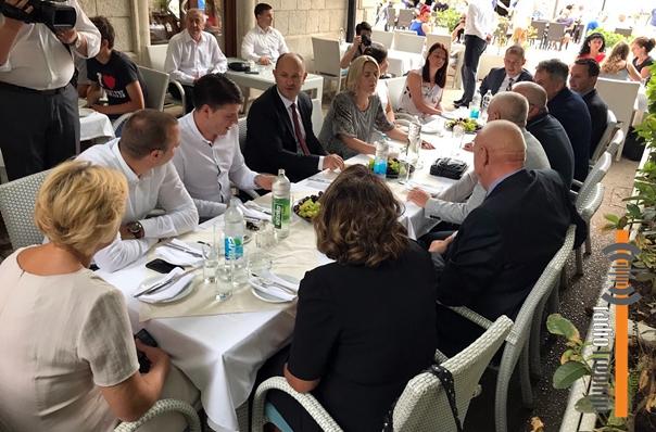 Цвијановићева са требињским коалиционим партнерима: Заједно до убједљиве побједе у октобру