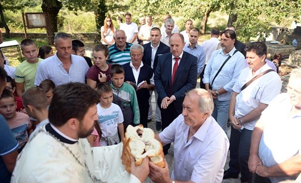 У Шћеници на Бобанима прослављена крсна слава цркве