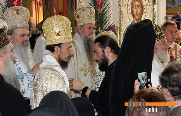 Vladika Dimitrije uveden na arhipastirski tron (FOTO)