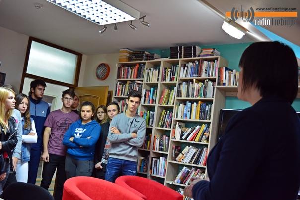 Народна библиотека Требиње: Организовани часови о Дучићу за гимазијалце