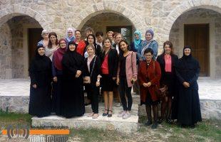 Муслиманке из Стоца у посјети Петропавловом манастиру