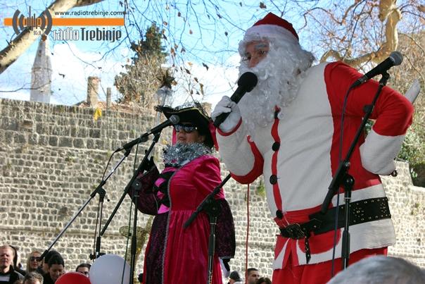 Стигла дјечија Нова година у Требињу (Фото)