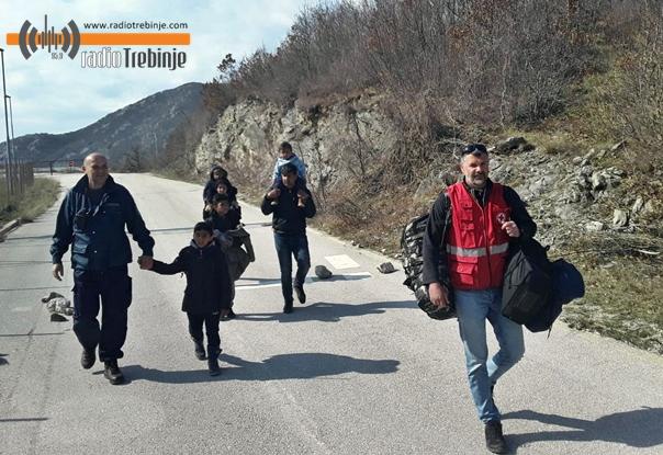 Октривена већа група миграната међу којима има и мале дјеце и трудница