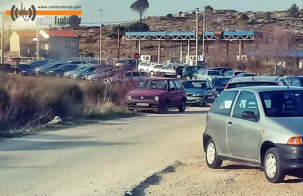 Иваница након затварања граничног прелаза (ФОТО)