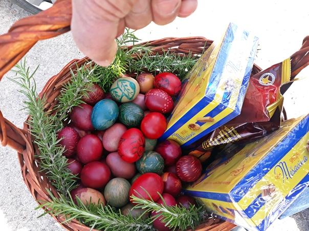 Дневни центар за старе: Шарана васкршња јаја