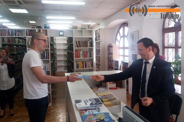 Градоначелник у улози библиотекара