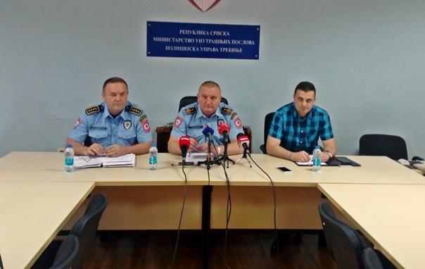 """PU Trebinje: Pronađena dva izvršioca paljenja automobila u Gacku, na slučaju """"Papović"""" radi se aktivno"""
