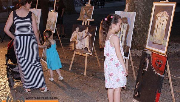 Umjetnička djela ukrasila gradski trg